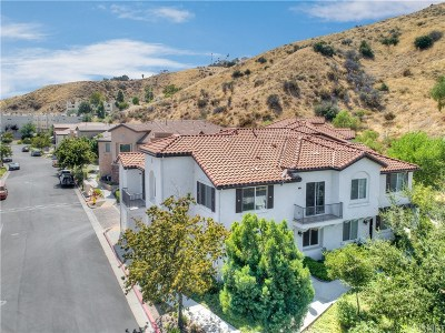 Canyon Country Condo/Townhouse For Sale: 27967 Avalon Drive