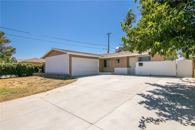 Palmdale Single Family Home For Sale: 45415 3rd Street East