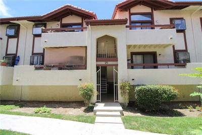 Canyon Country Condo/Townhouse For Sale: 18020 Saratoga Way #539