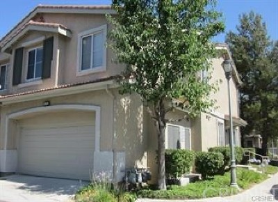 Saugus Condo/Townhouse Active Under Contract: 22751 Little Fall Court #113