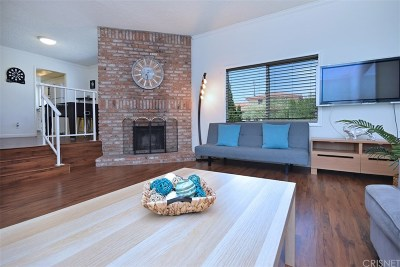 Chatsworth Condo/Townhouse For Sale: 10234 Variel Avenue #8