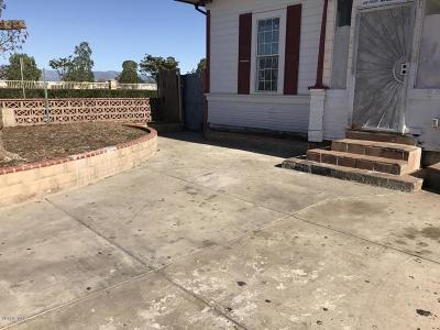 Oxnard CA Single Family Home Active Under Contract: $289,000