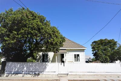 Santa Paula Single Family Home Active Under Contract: 409 12th Street