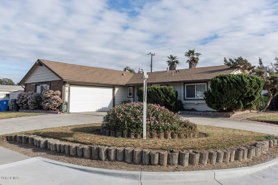 Santa Paula Single Family Home For Sale: 594 Center Lane