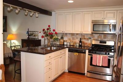 Westlake Village Single Family Home Active Under Contract: 4050 Bridgewood Lane