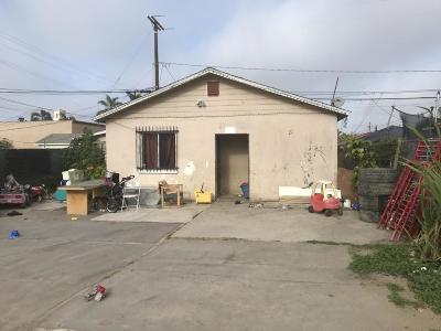 Oxnard CA Single Family Home Active Under Contract: $270,000