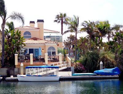 Single Family Home For Sale: 2561 Victoria Avenue