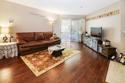 Oak Park Single Family Home For Sale: 5744 Oak Bend Lane #204