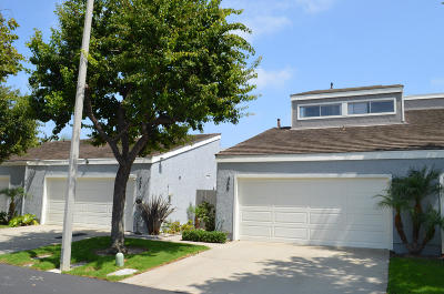 Port Hueneme Condo/Townhouse Active Under Contract: 466 Broderick Way