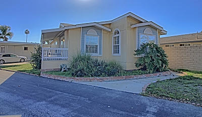 Oxnard Mobile Home Active Under Contract: 2400 E Pleasant Valley Road #28