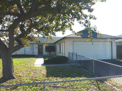 Oxnard Single Family Home Active Under Contract: 440 De Anza Way