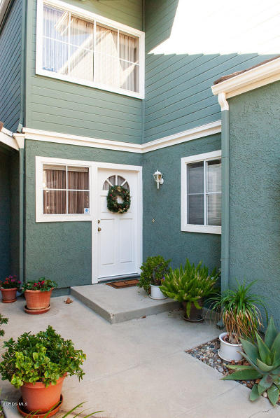 Simi Valley Condo/Townhouse For Sale: 1962 Rory Lane #2