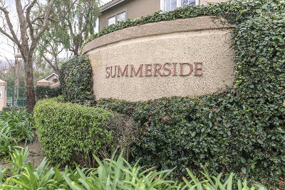 Simi Valley Condo/Townhouse For Sale: 596 Fenwick Way #C