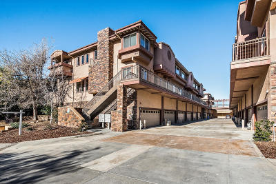 Agoura Hills Condo/Townhouse For Sale: 5241 Colodny Drive #104