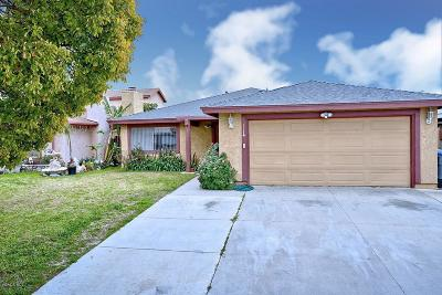 Oxnard Single Family Home Active Under Contract: 420 Campbell Way