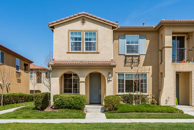 Oxnard Condo/Townhouse For Sale: 311 American River Court