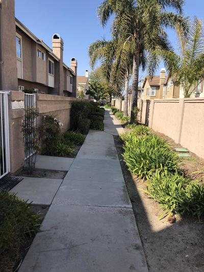 Oxnard Condo/Townhouse For Sale: 5208 Columbus Place