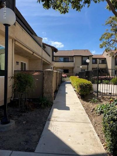 Oxnard Condo/Townhouse For Sale: 206 Fashion Park Place