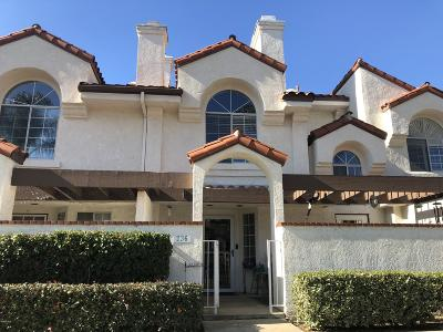 Camarillo Condo/Townhouse For Sale: 236 Camino Cortina