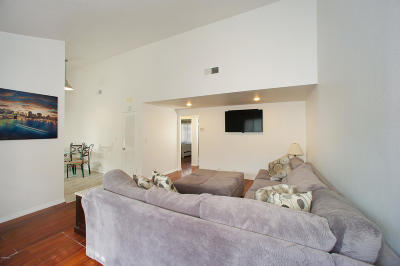 Agoura Hills Condo/Townhouse For Sale: 5321 Colodny Drive #4