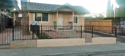 Santa Paula Multi Family Home For Sale: 513 Sycamore Street