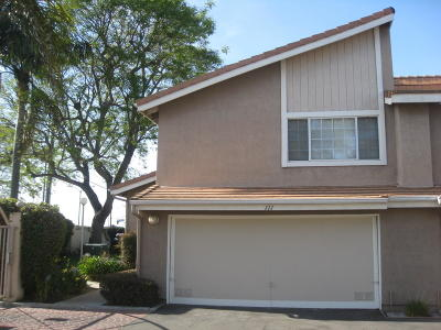 Oxnard Condo/Townhouse For Sale: 111 Amagro Way