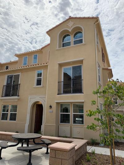 Camarillo Condo/Townhouse For Sale: 5049 Manzano Street