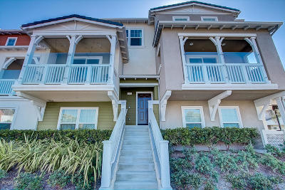 Oxnard Condo/Townhouse For Sale: 1952 Victoria Avenue