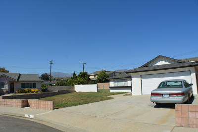 Santa Paula Single Family Home For Sale: 73 Pamela Court