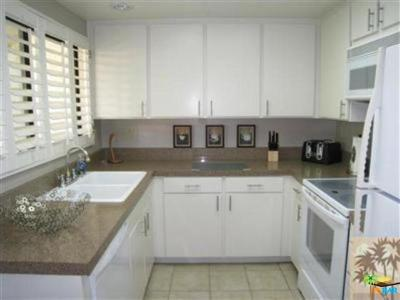 Palm Springs CA Condo/Townhouse Sold: $216,000