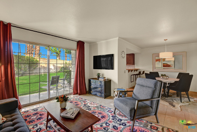 Palm Springs Condo/Townhouse For Sale: 2001 East Camino Parocela #M89