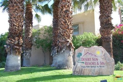 Palm Springs Condo/Townhouse For Sale: 1555 North Chaparral Road #301