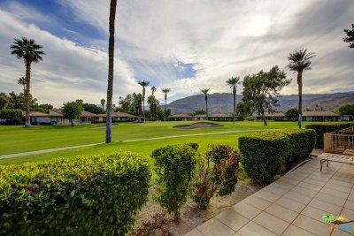 Rancho Mirage Condo/Townhouse For Sale: 24 Malaga Drive