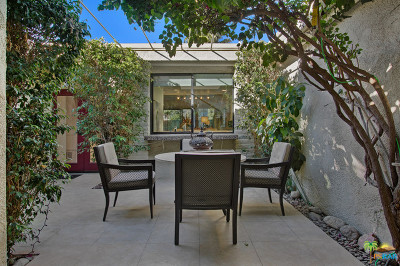 Palm Springs Condo/Townhouse For Sale: 2376 Oakcrest Drive