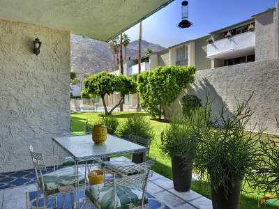 Palm Springs CA Condo/Townhouse For Sale: $240,000