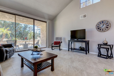 Palm Springs Condo/Townhouse For Sale: 7660 Calle Mazamitla