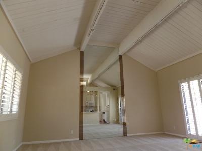 Rancho Mirage Condo/Townhouse Contingent: 70100 Mirage Cove Drive #32