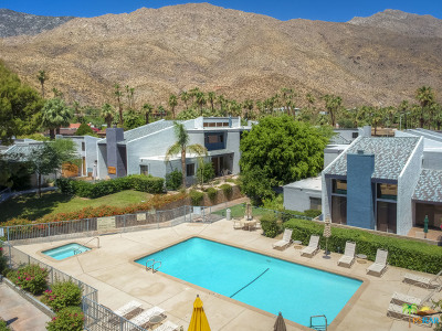 Palm Springs Condo/Townhouse For Sale: 215 East La Verne Way