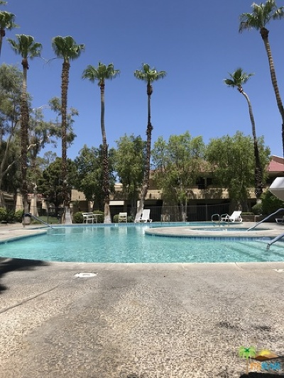 Palm Springs Condo/Townhouse For Sale: 2810 North Arcadia Court #110