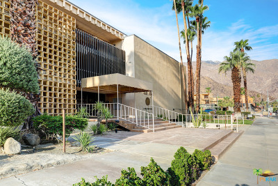 Palm Springs Condo/Townhouse For Sale: 277 East Alejo Road #108