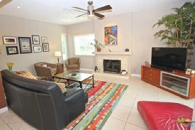 Palm Springs Condo/Townhouse For Sale: 2351 South Birdie Way #B