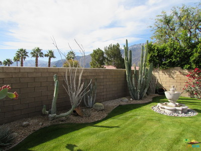Palm Springs Single Family Home For Sale: 1455 Four Seasons