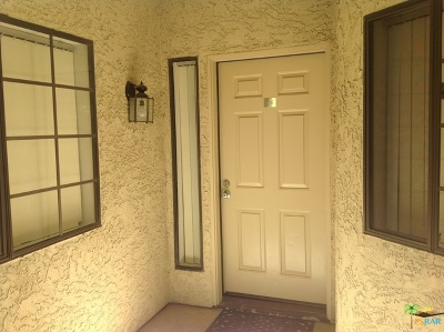 Palm Springs Condo/Townhouse Contingent: 2345 S Cherokee Way #106