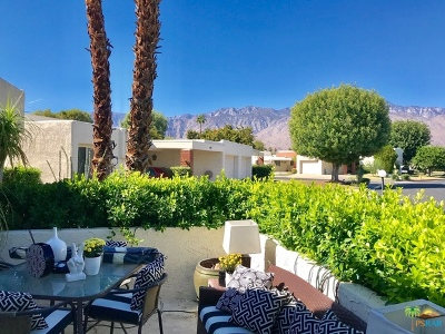 Palm Springs Condo/Townhouse For Sale: 1761 Pinehurst Plaza