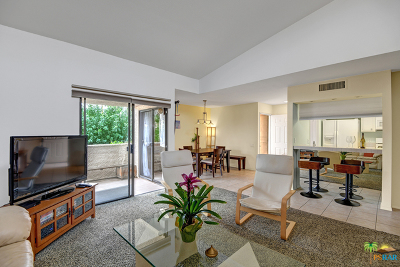 Palm Springs Condo/Townhouse For Sale: 2071 East Columbard Drive