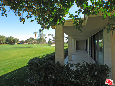 La Quinta Condo/Townhouse For Sale: 78230 Lago Drive