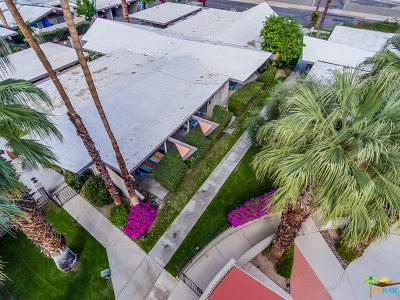 Palm Springs Condo/Townhouse For Sale: 207 E Twin Palms Drive