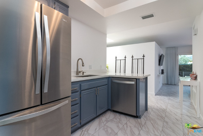 Palm Springs Condo/Townhouse For Sale: 1610 Augusta Plaza
