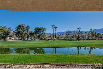 Cathedral City Condo/Townhouse For Sale: 68055 Village Drive