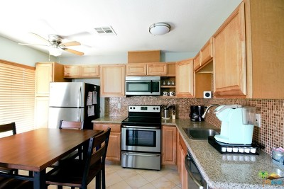Indio Condo/Townhouse For Sale: 82075 Country Club Drive #13